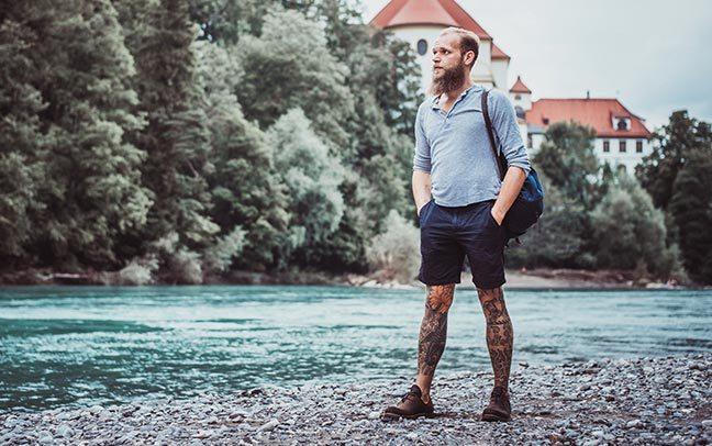 Mann am Ufer